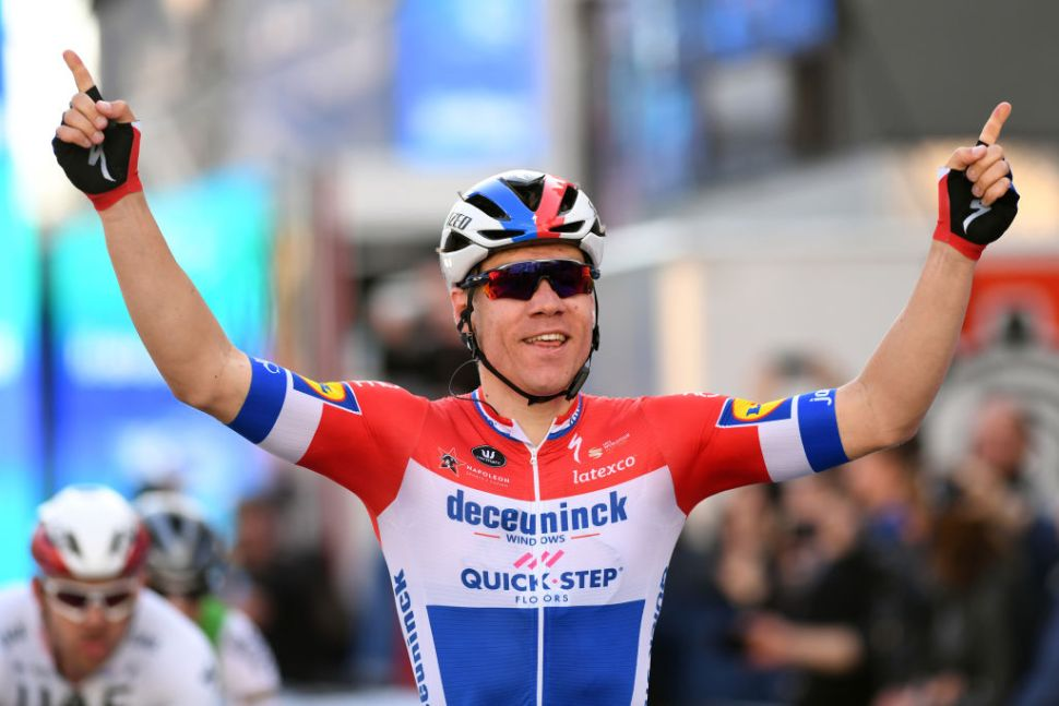 À terceira foi de vez para o campeão holandês! Etapa para Jakobsen, geral para Pogacar!