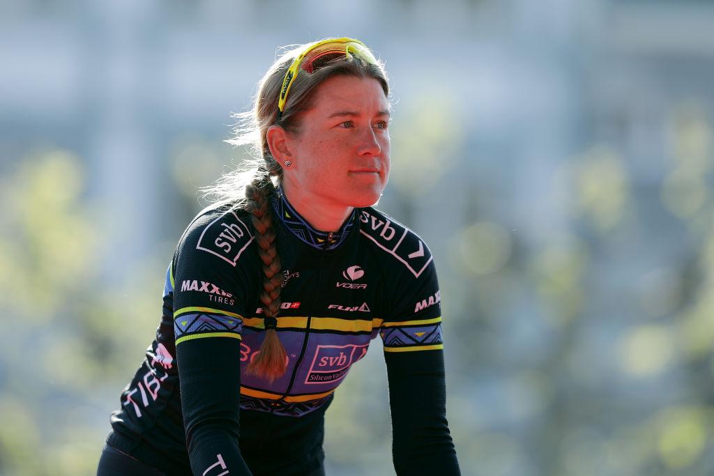 Virtual TdF – Lauren Stephens vence e entrega à sua equipa a Amarela