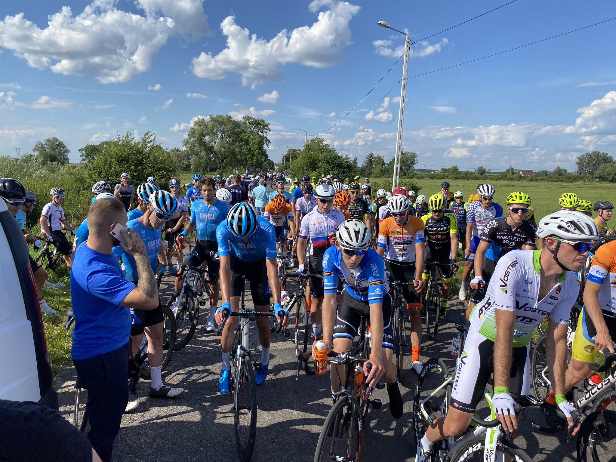 A etapa de abertura de Dookola Mazowsza pára a 30kms da chegada!