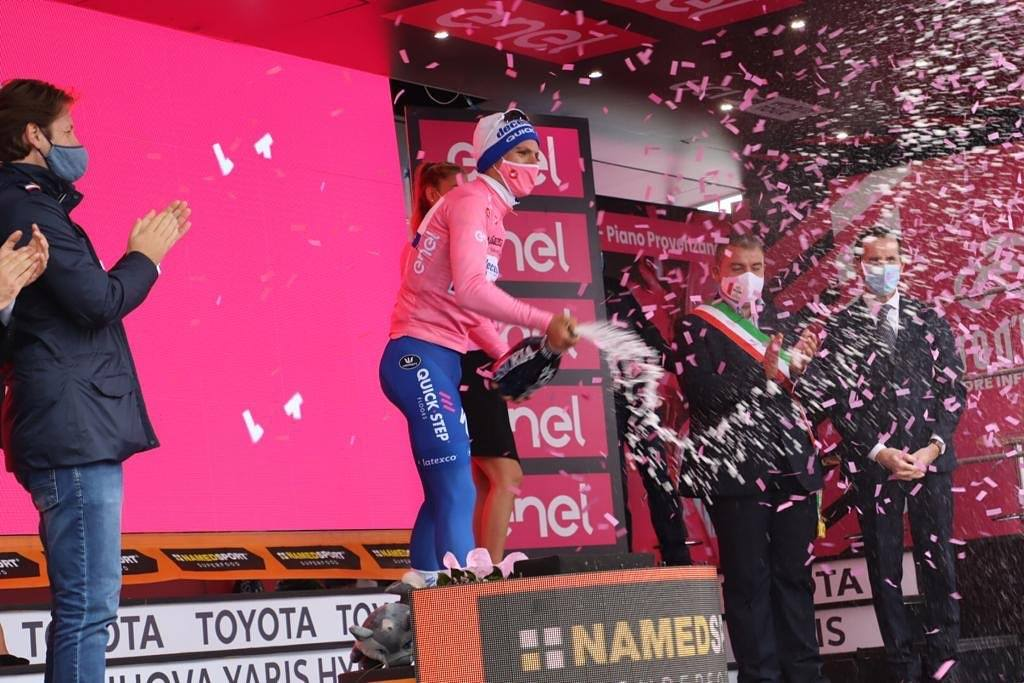 Hoje sonhamos todos em cor-de-rosa! João Almeida novo líder do Giro!