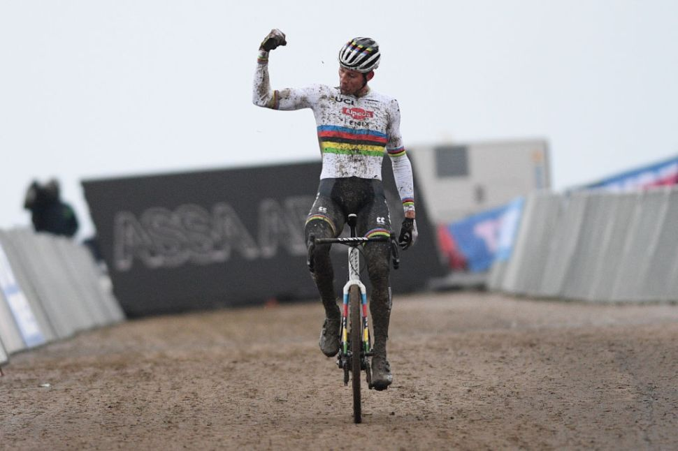 CX: Van der Poel e Betsema vencem 4ª prova da Taça do Mundo em Hulst!