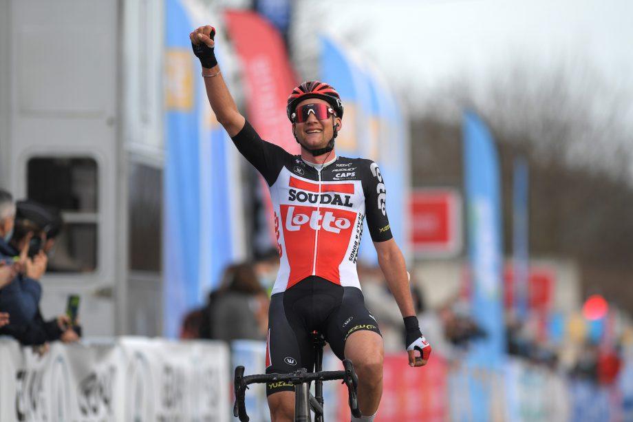 Tim Wellens voa para a liderança da Étoile de Bessèges!