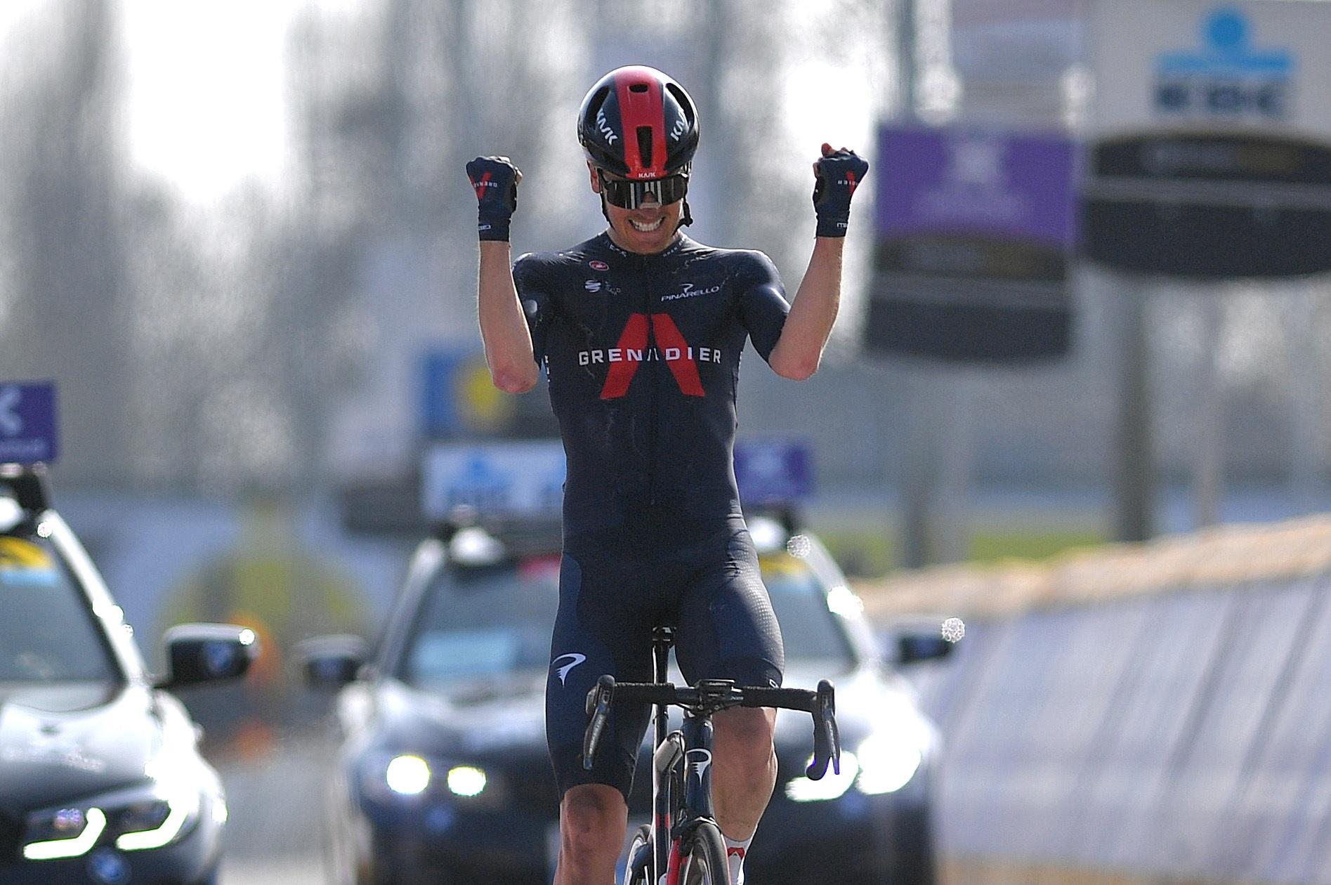 """Dylan Van Baarle em modo """"sniper"""" conquista a Dwars door Vlaanderen!"""