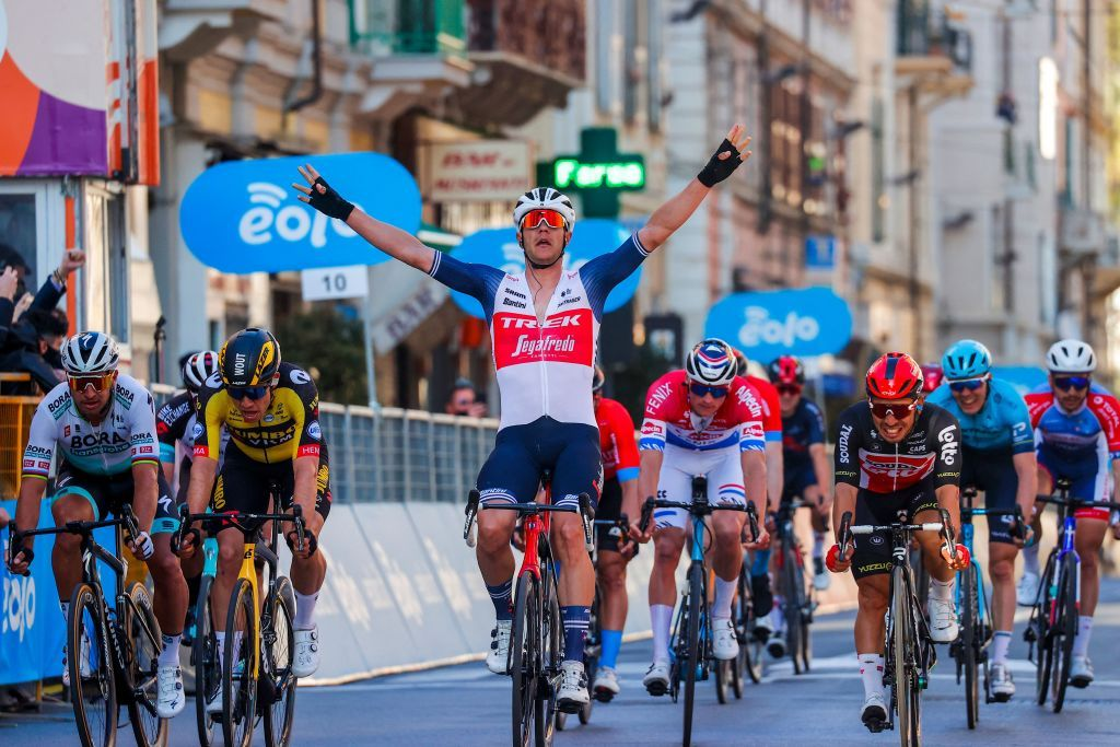 Coragem e panache! Grande vitória de Stuyven na Milão-Sanremo!