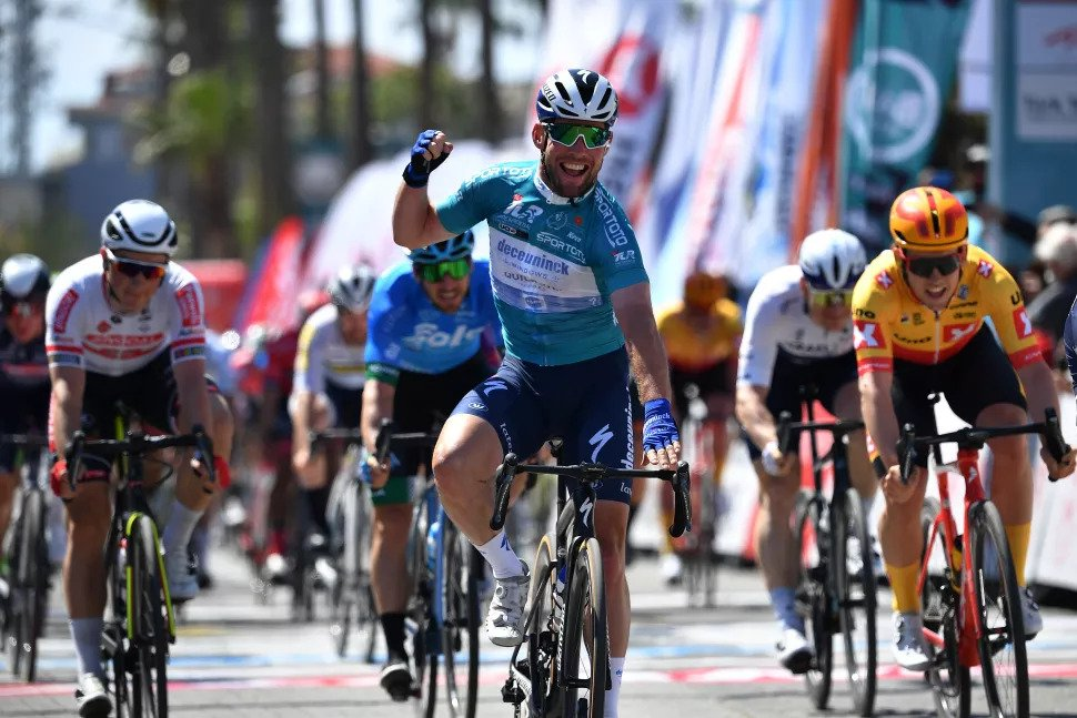 O bruxedo foi-se e Mark Cavendish volta a vencer na Turquia!