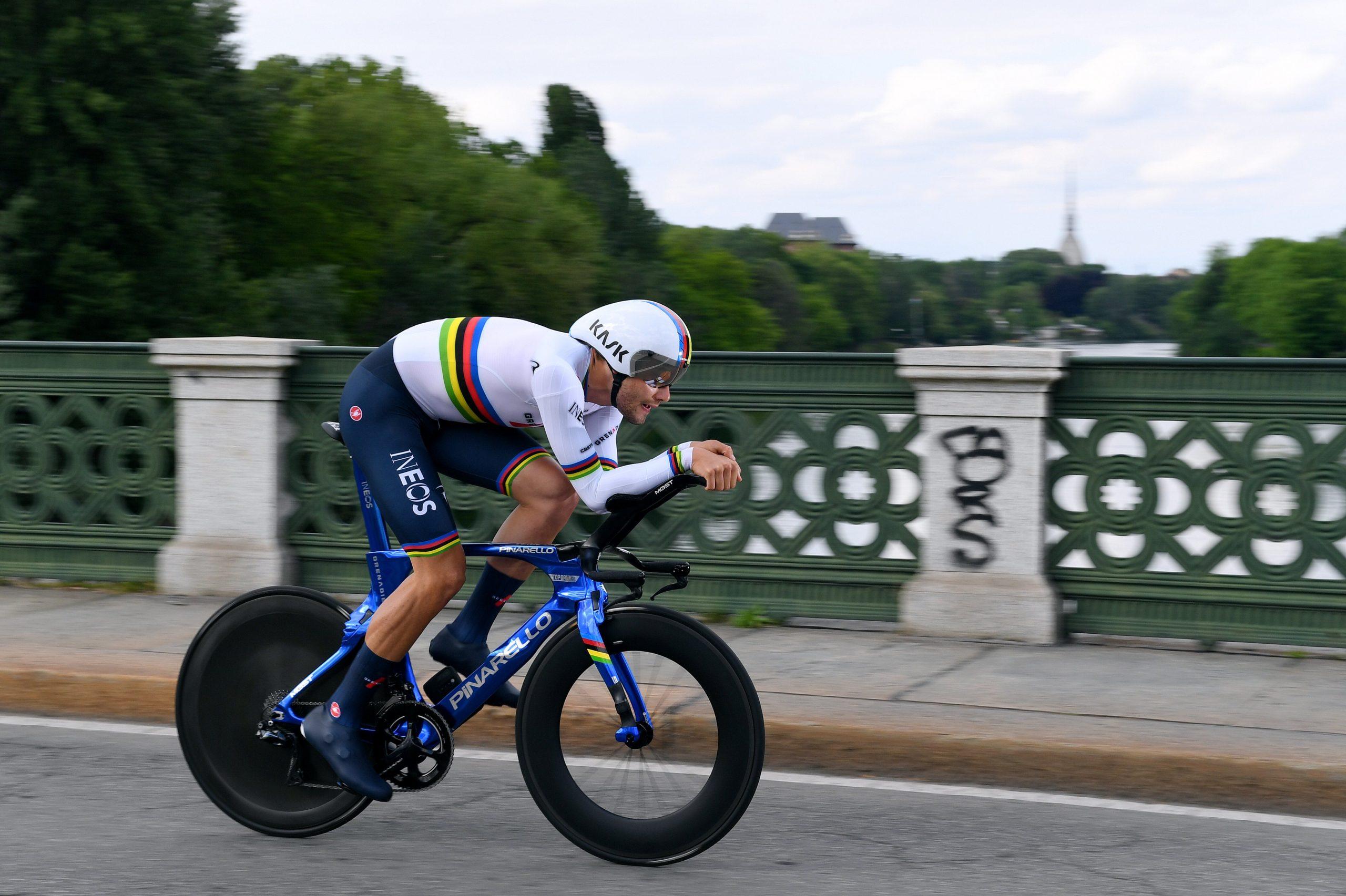 Abram alas para o Campeão do Mundo de CRI! Filippo Ganna primeiro líder do Giro!