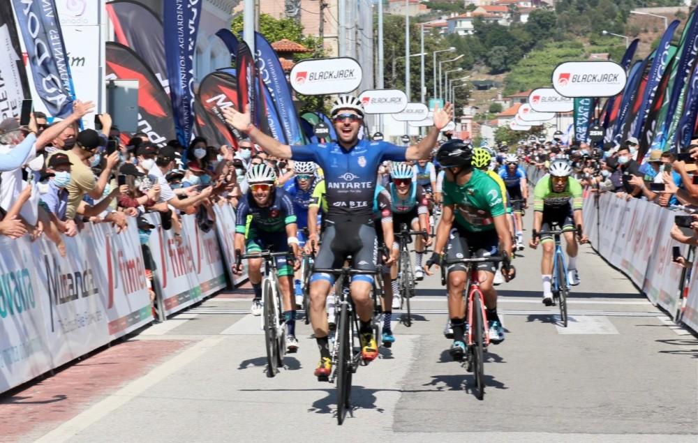 Rafael Silva vence etapa, Tomás Contte conquista GP Abimota!