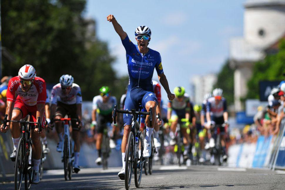 Alvaro Hodeg termina com a seca das vitórias na primeira etapa do Tour de L'Ain!