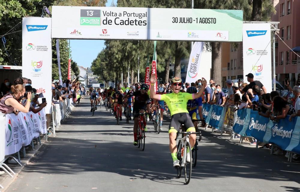 Sergio Serrano vence em Almeirim e lidera a Volta a Portugal de Cadetes!