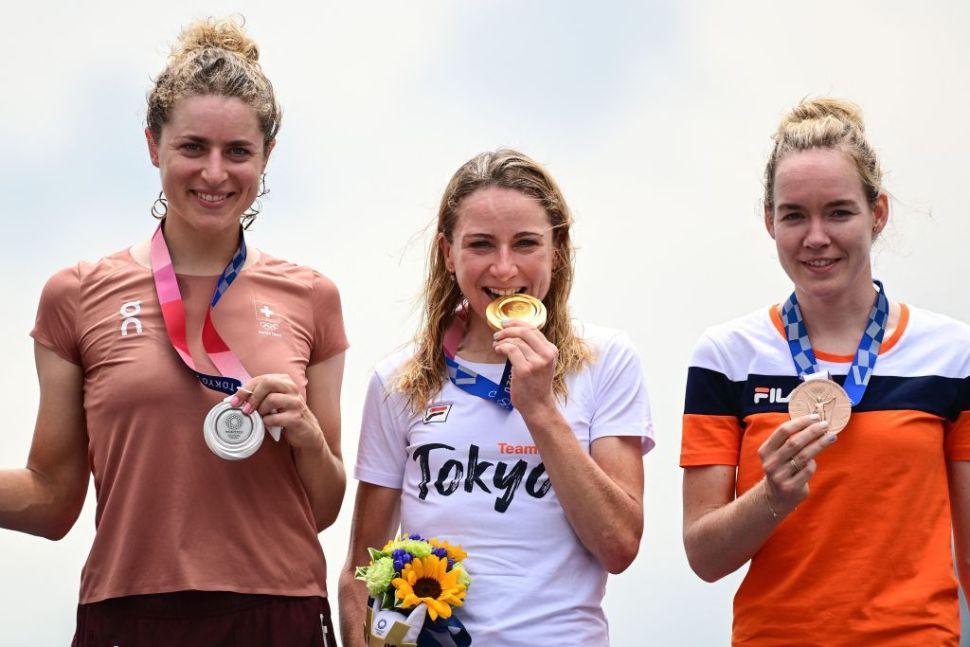 Van Vleuten não perdoou no contrarrelógio e conquistou o Ouro Olímpico!