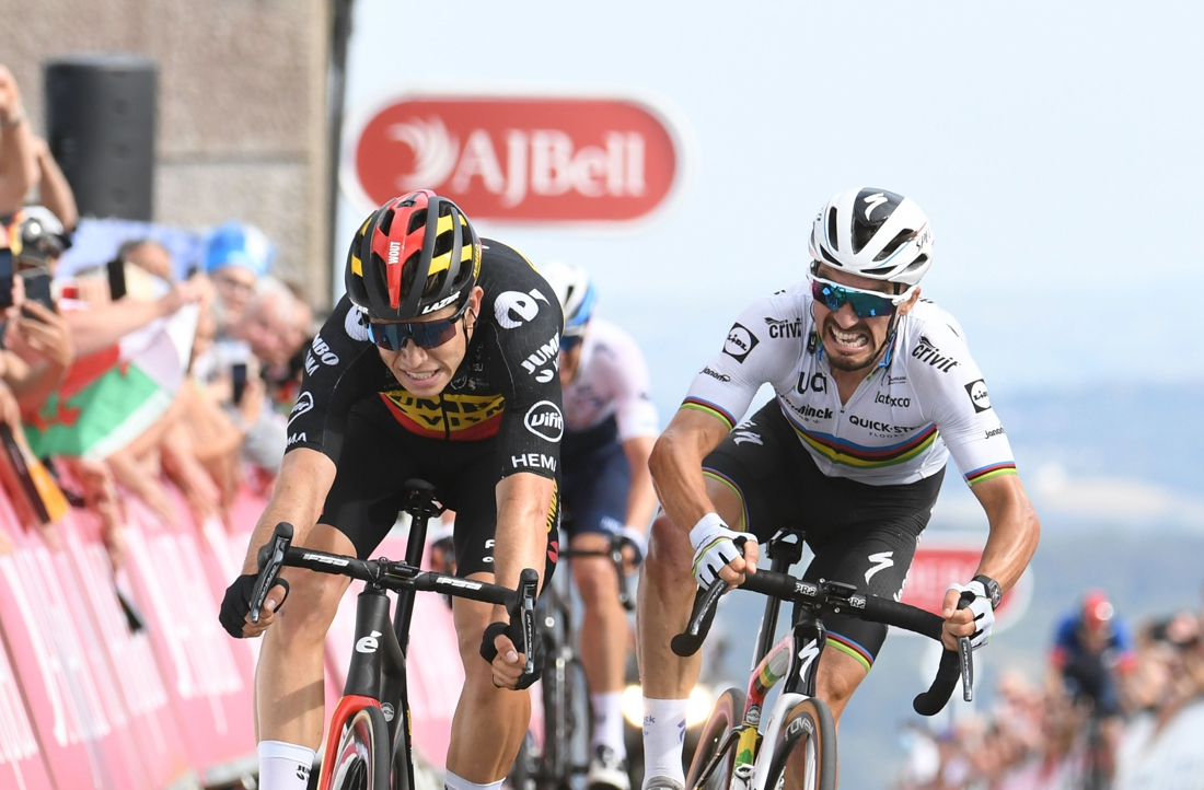 Wout Van Aert bate o Campeão do Mundo e voa para liderança do Tour of Britain!