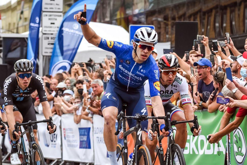 Alvaro Hodeg vence etapa 1 da Okolo Slovenska em dia de aniversário!